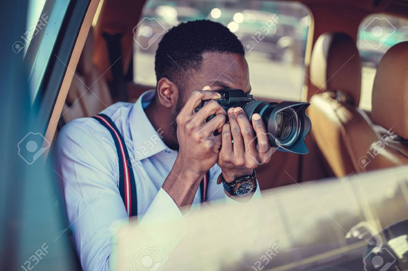 A blackman shooting on dslr from the car. - 55283374