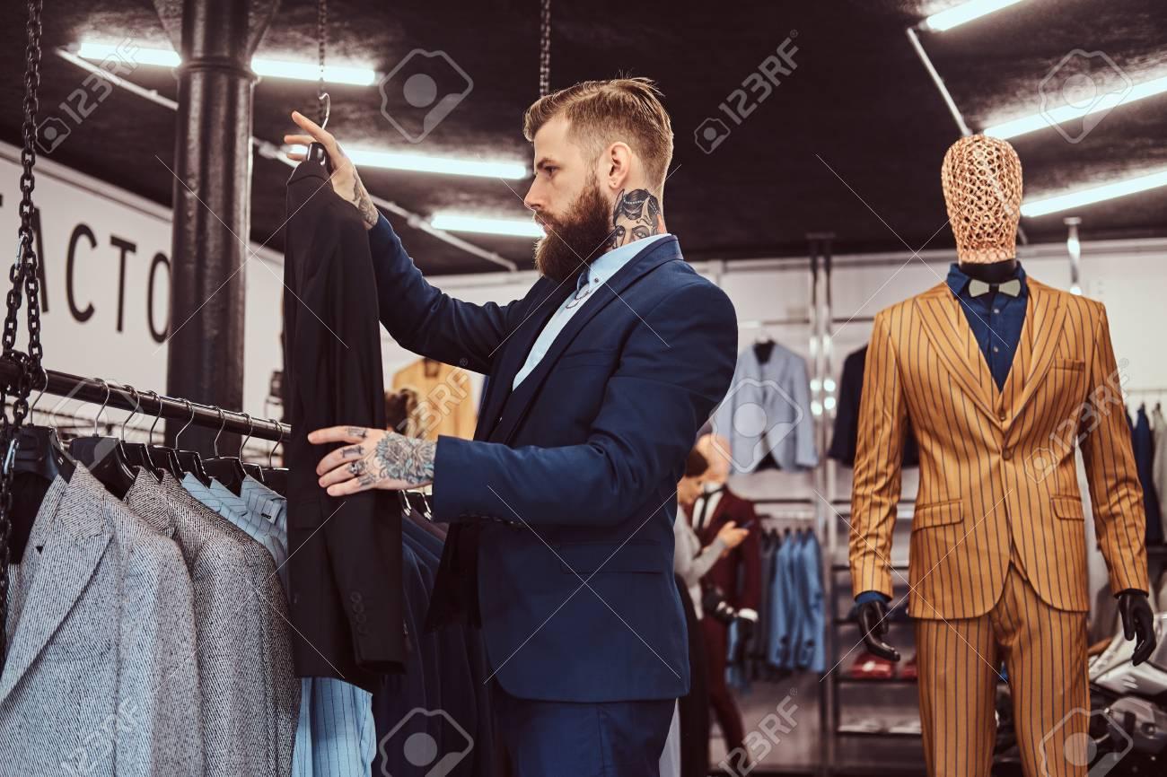 Fiesta Tienda Nuevo Masculino En Año Una Con Elegantemente Barbudo Vestido De Ropa Manos Y Traje Tatuajes NnkwOX8P0