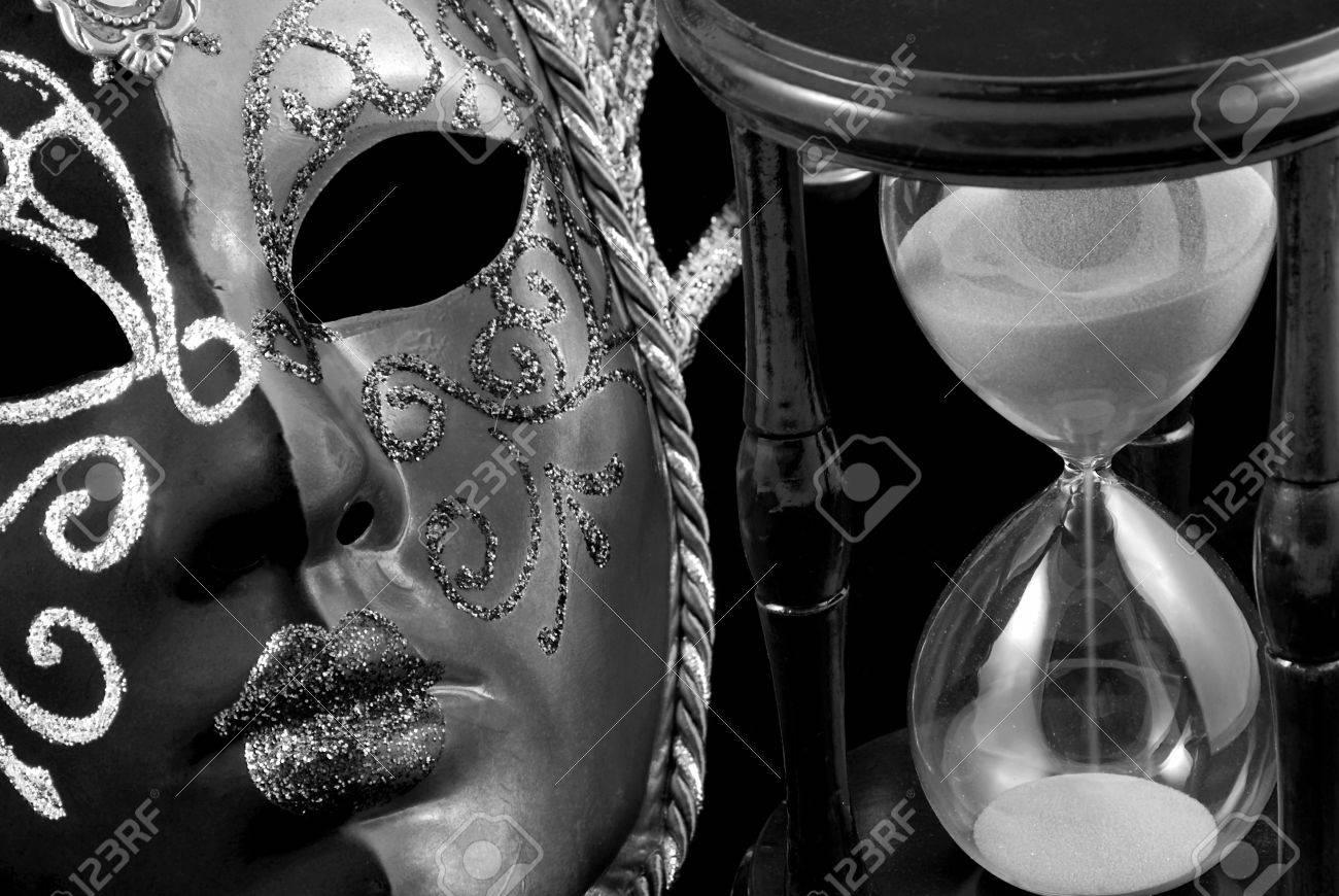 Máscara Veneciana Y Reloj De Arena En Blanco Y Negro Fotos Retratos