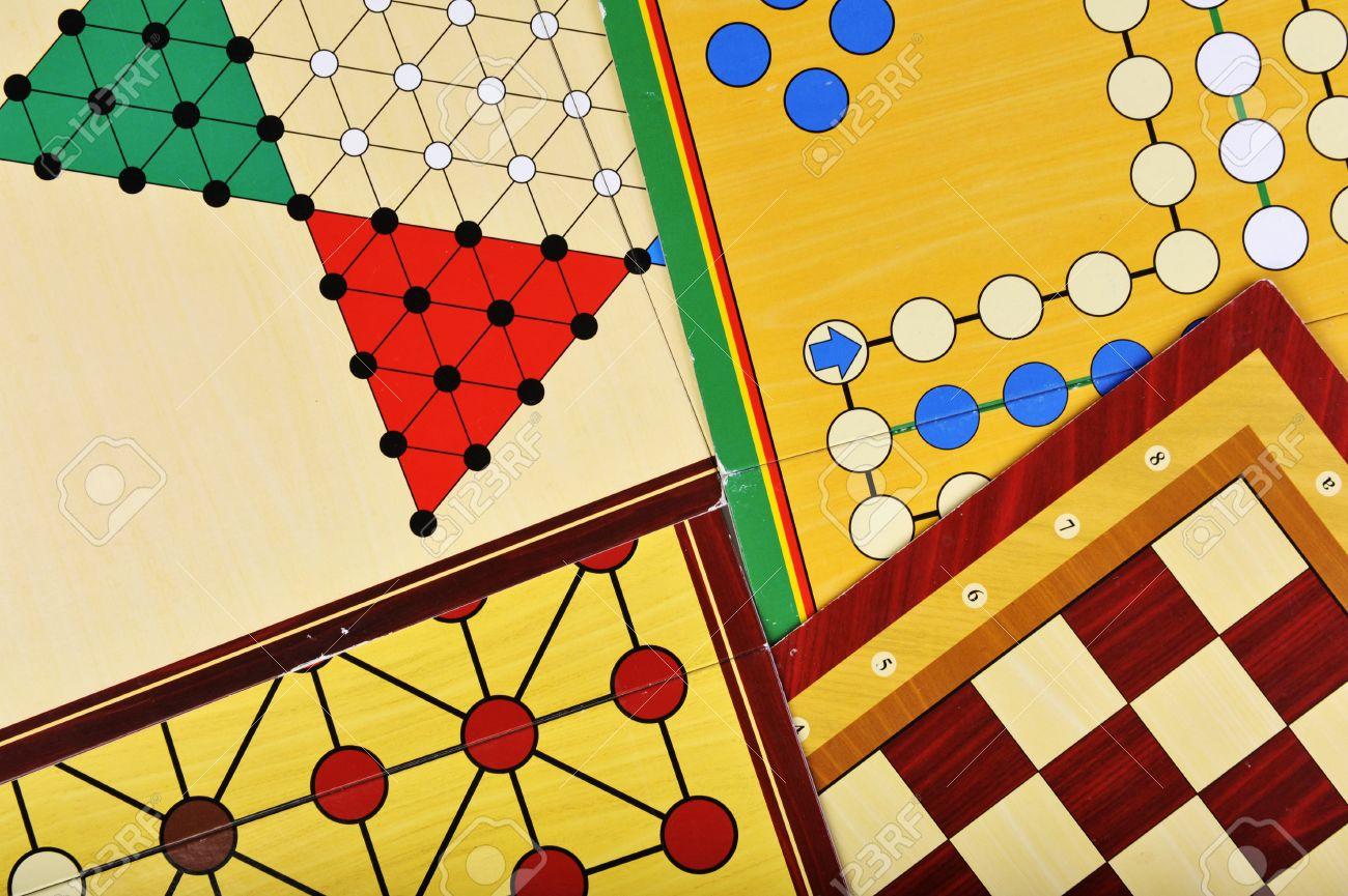 Varios Juegos De Mesa De Parchis Halma El Ajedrez Y El Zorro Y Los