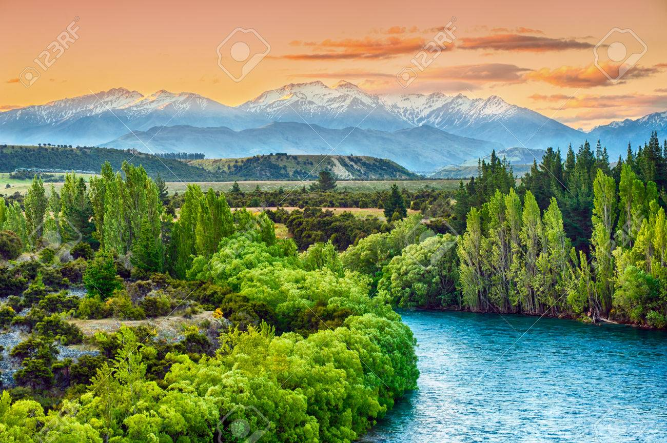 Beautiful sunset over the bend of the river Clutha with Southern Alps peaks on the horizon, New Zealand - 29951830