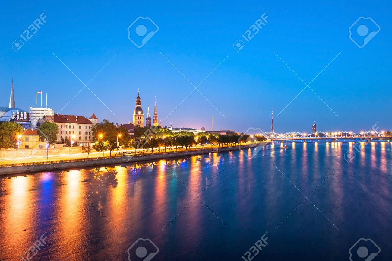 日没後ダウガヴァ川を渡って見た...