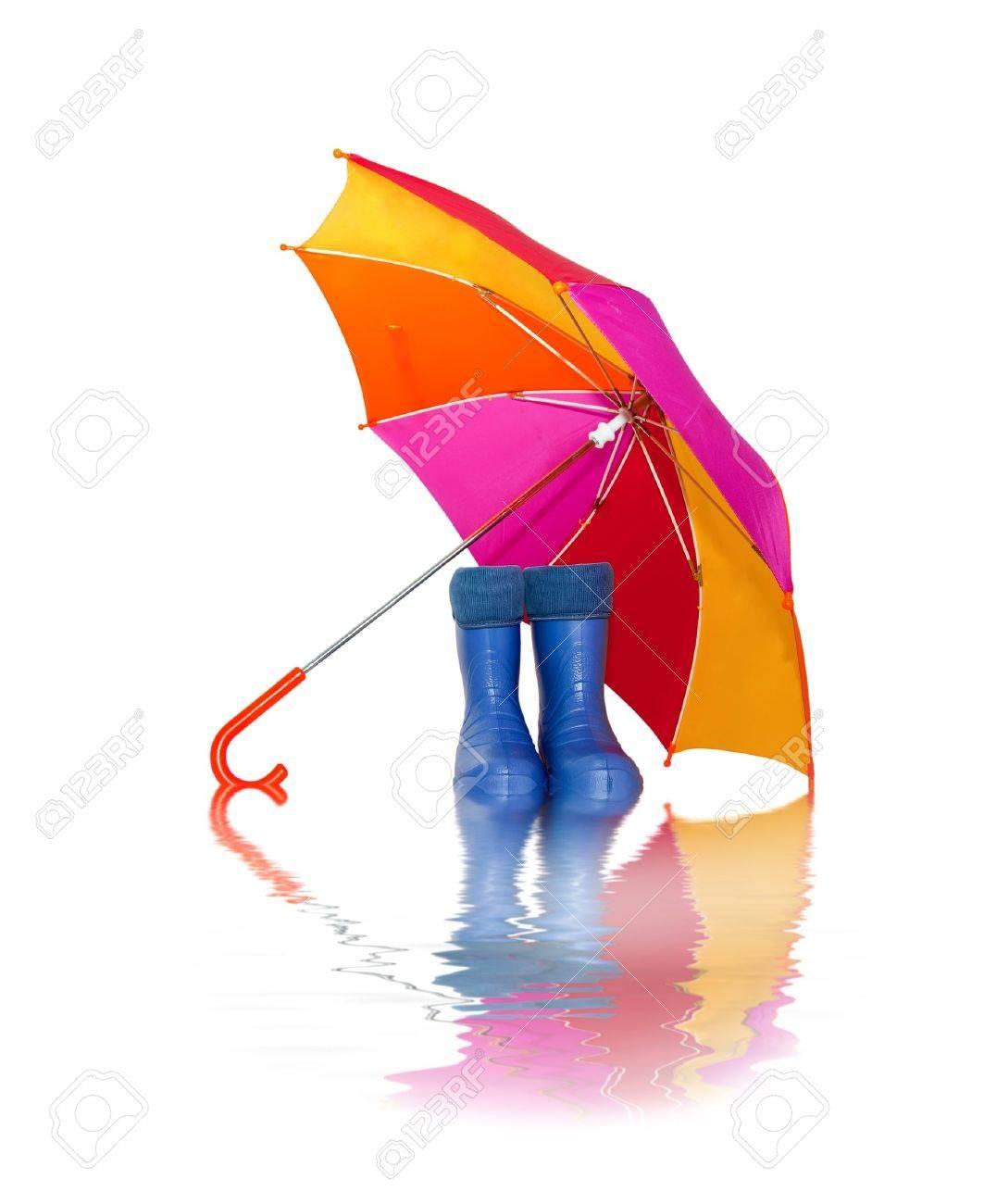 banque dimages bottes en caoutchouc et un parapluie color avec la rflexion dans leau - Parapluie Color