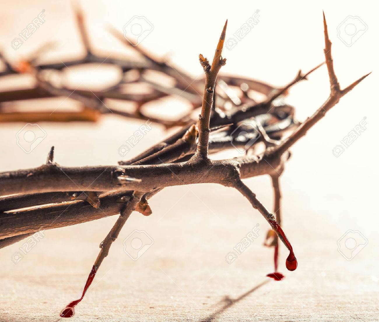 Homélie Audio: vous avez 10 minutes ?  - Page 11 53470705-crown-of-thorns-with-blood-dripping-christian-concept-of-suffering-