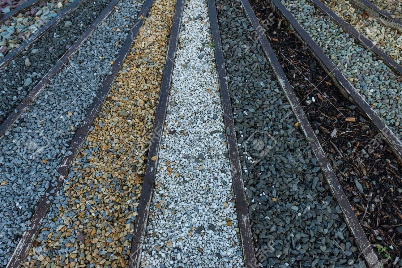 Varios Tipos De Piedra Y Grava Guijarros Para El Paisaje De Jardin