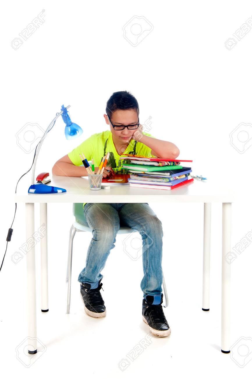 Grand Banque Du0027images   Un Bureau Pour Un Adolescent à Faire Leurs Devoirs. Bureau  Avec Des Livres, Des Cahiers, Lampe, Stylo, Crayons Et Une Chaise.