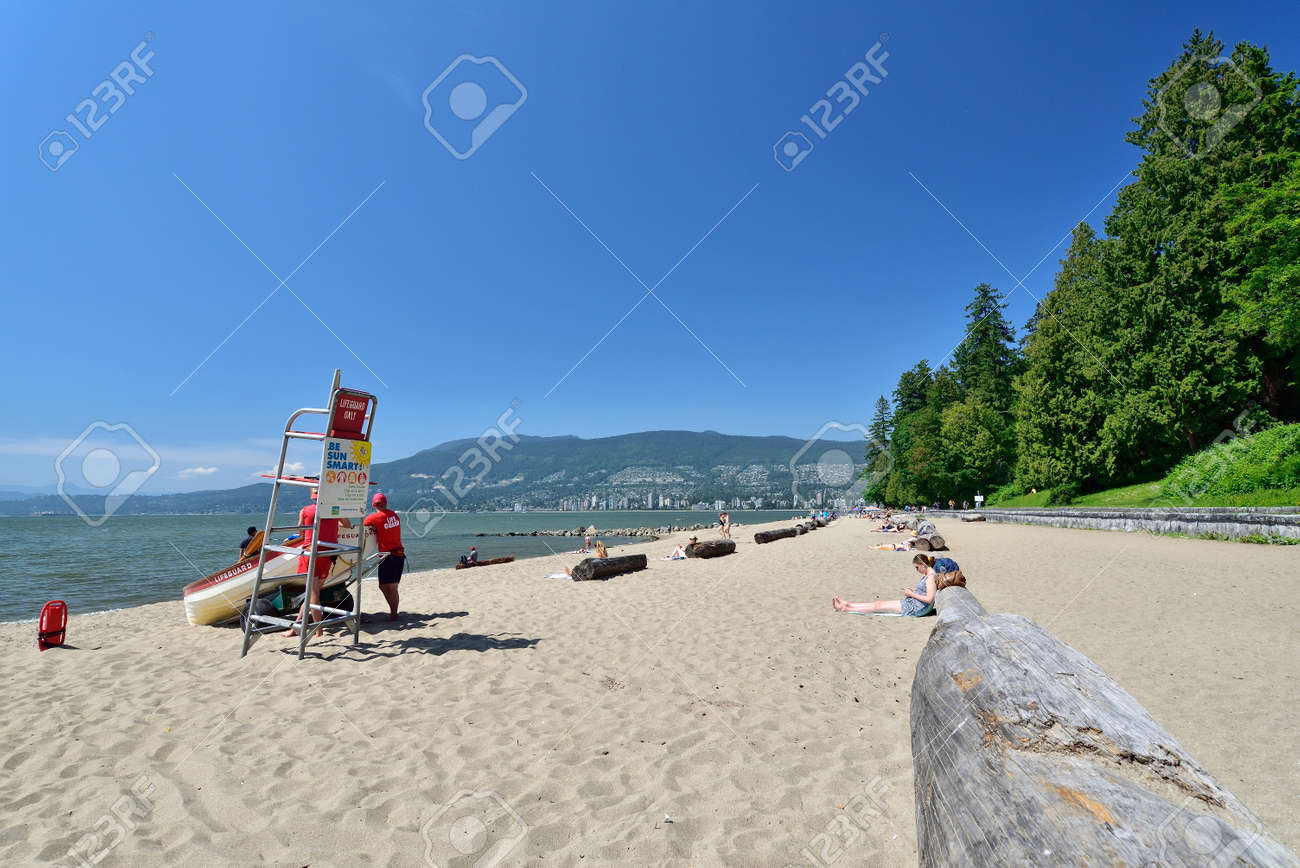 VANCOUVER, BRITISH COLUMBIA, CANADA, MAY 31, 2019: Third beach along Stanley Park in Vancouver, Canada. View of the North Shore - 161070550