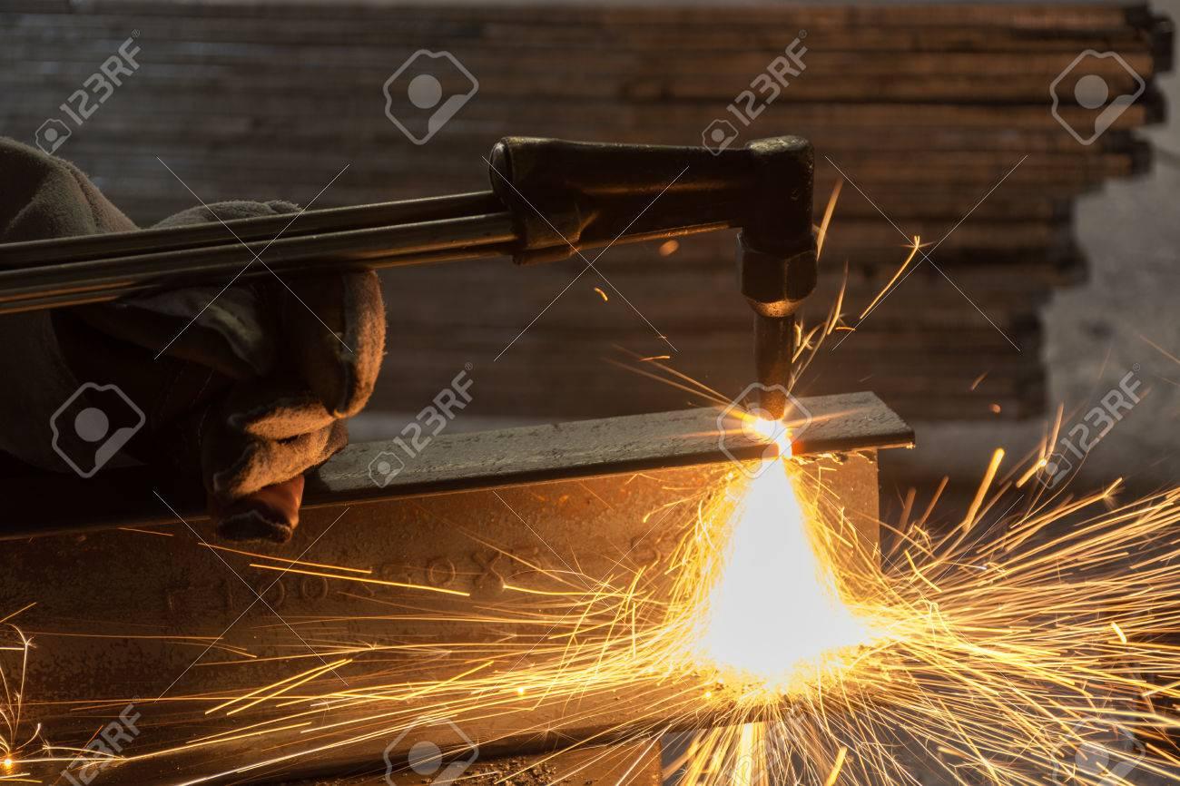 Arbeiter Metall Schneiden Mit Acetylenschweissen Schneidbrenner