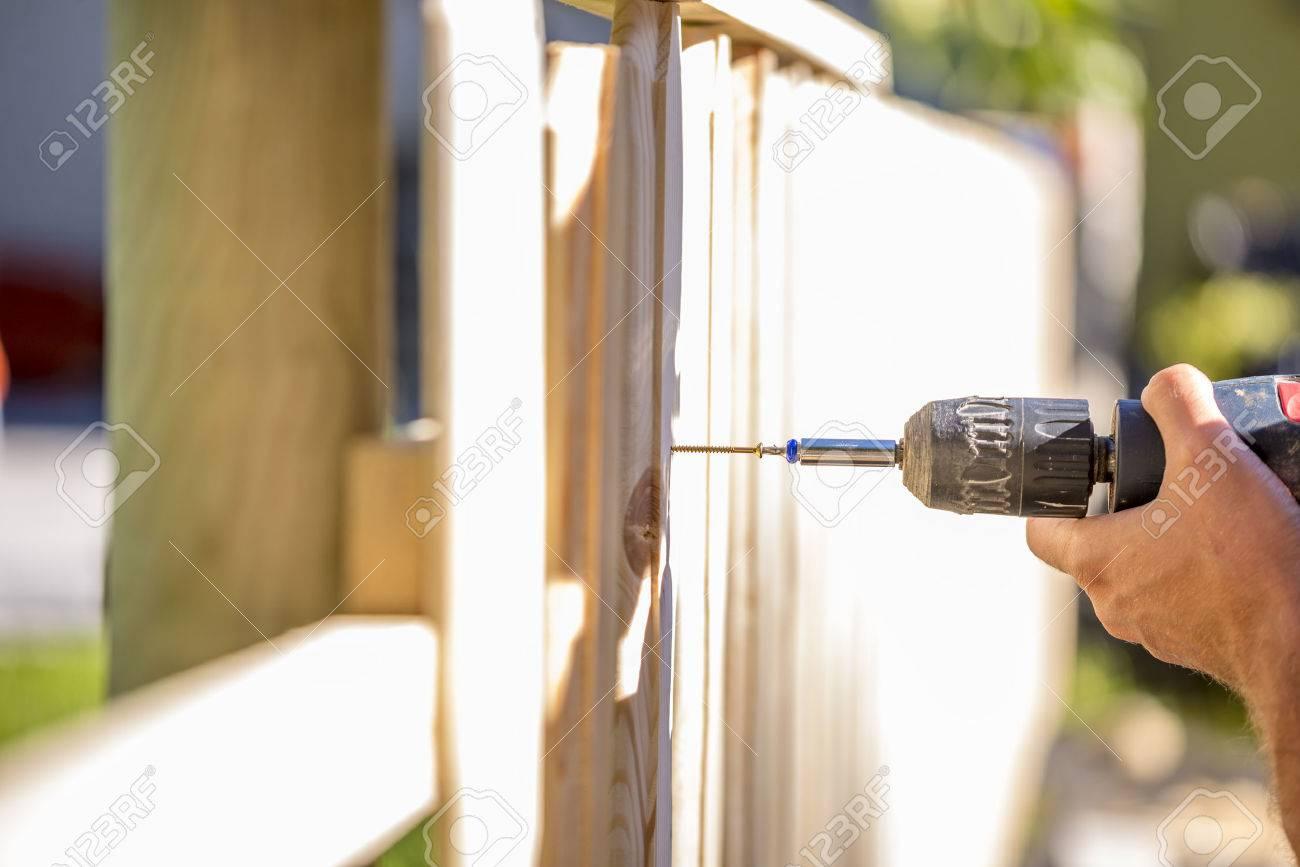 Plank Bevestigen Muur.Plank Bevestigen Augustus Sjoerd Schrijver Braun Actie Ort Let Er