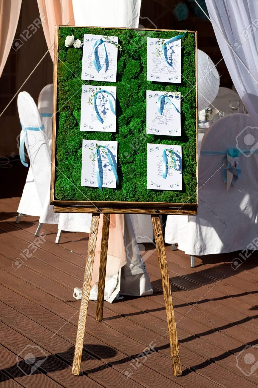 Planen Rasskazki Der Hochzeitsgaste Auf Dem Panel Von Moos