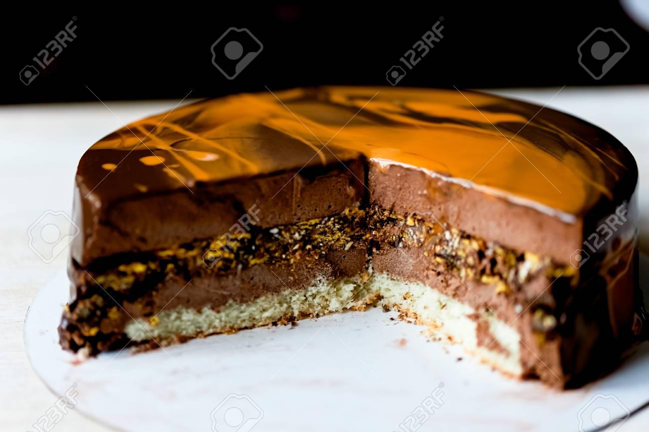 Get Praline Chocolate Cake Background