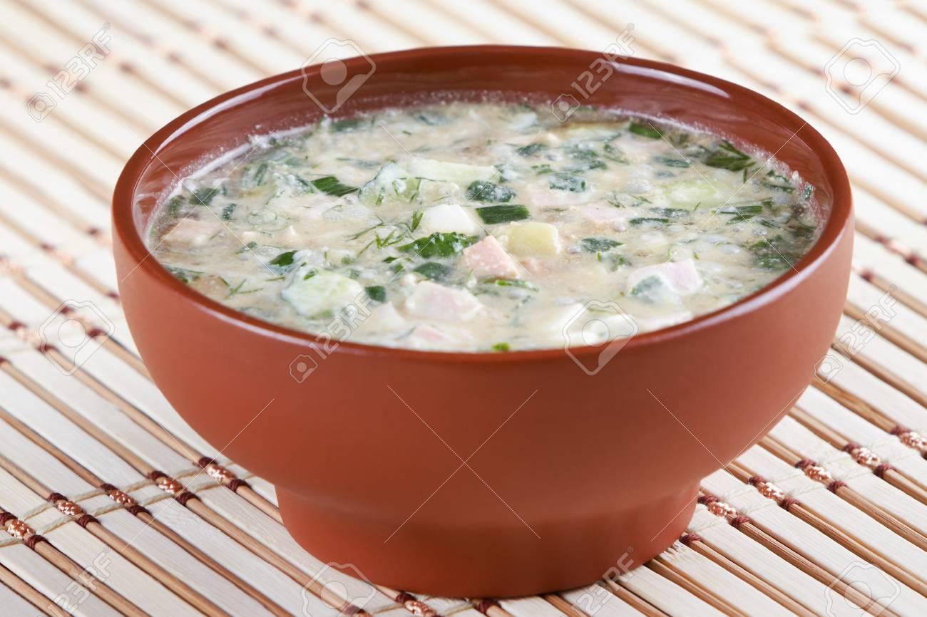 Russe Et La Cuisine Ukrainienne Soupe Froide De Legumes Banque D