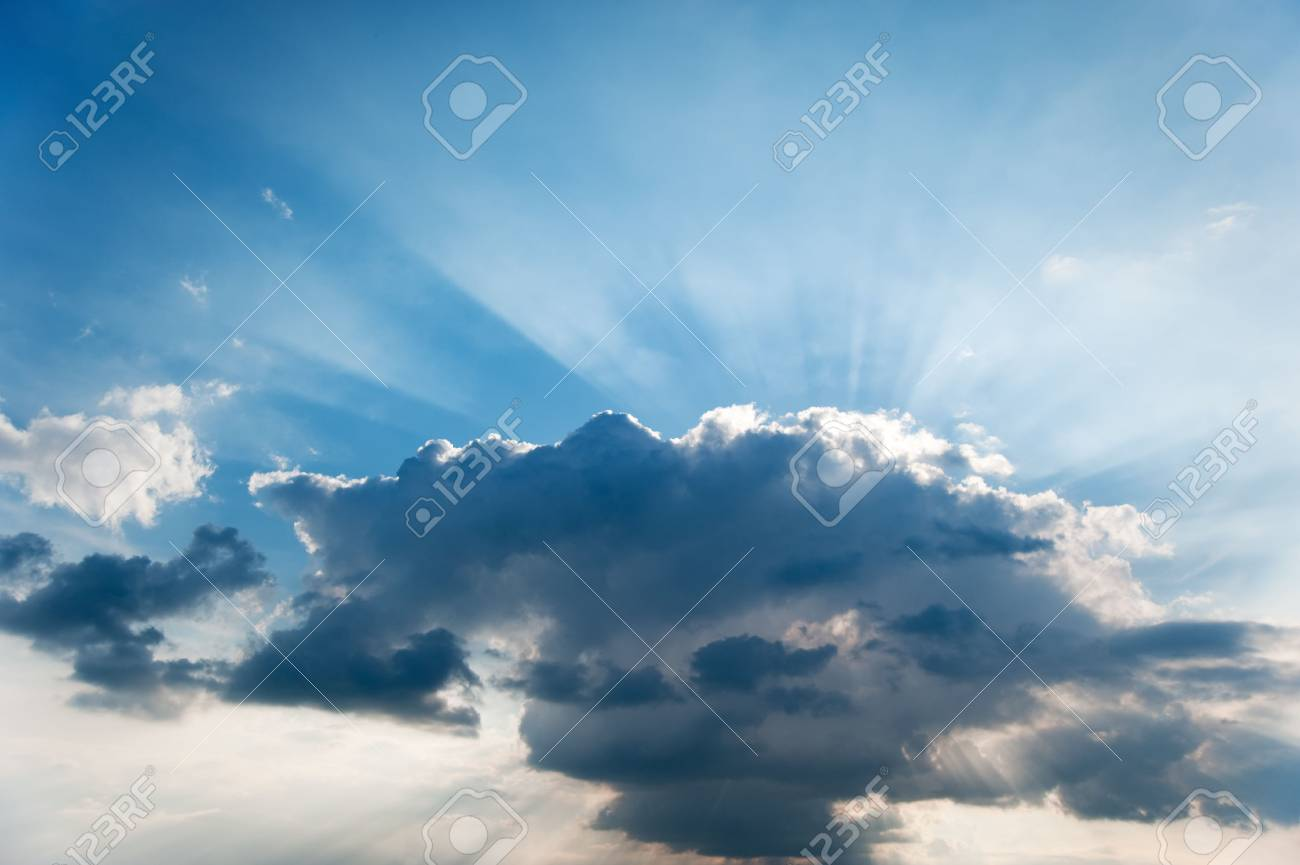 Cloud and beams of the sun. A greater thundercloud and beams of the sun because of it Stock Photo - 5070074