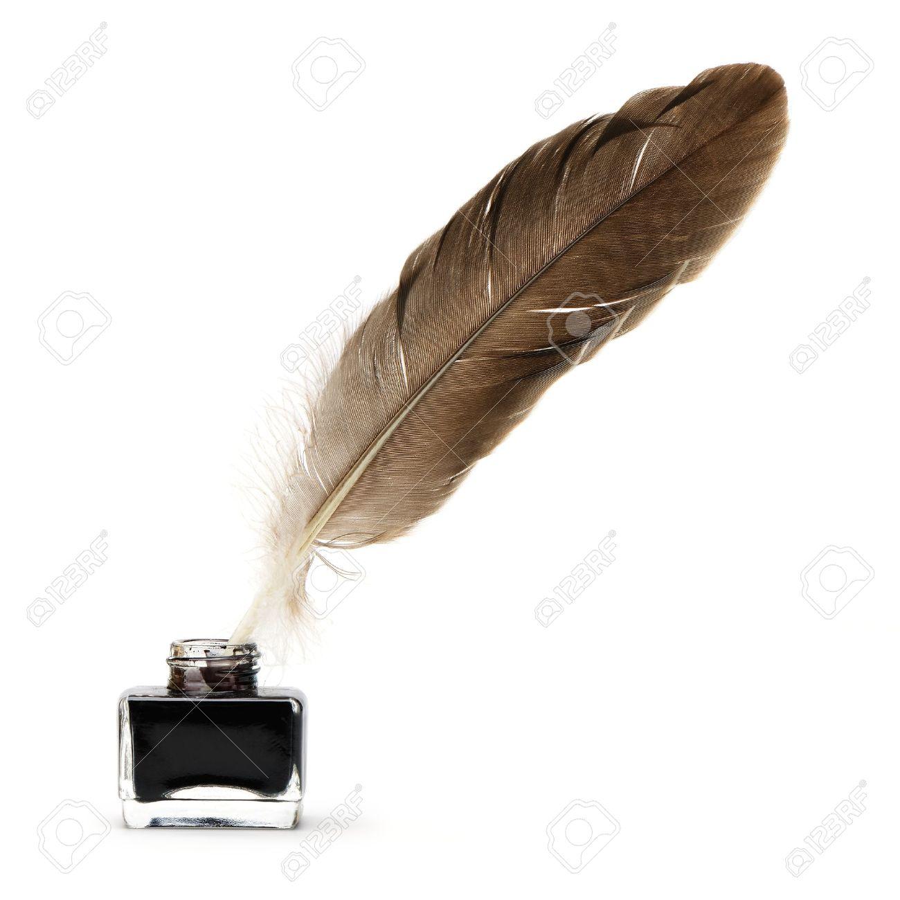 羽根ペンのインクつぼに。白い背...