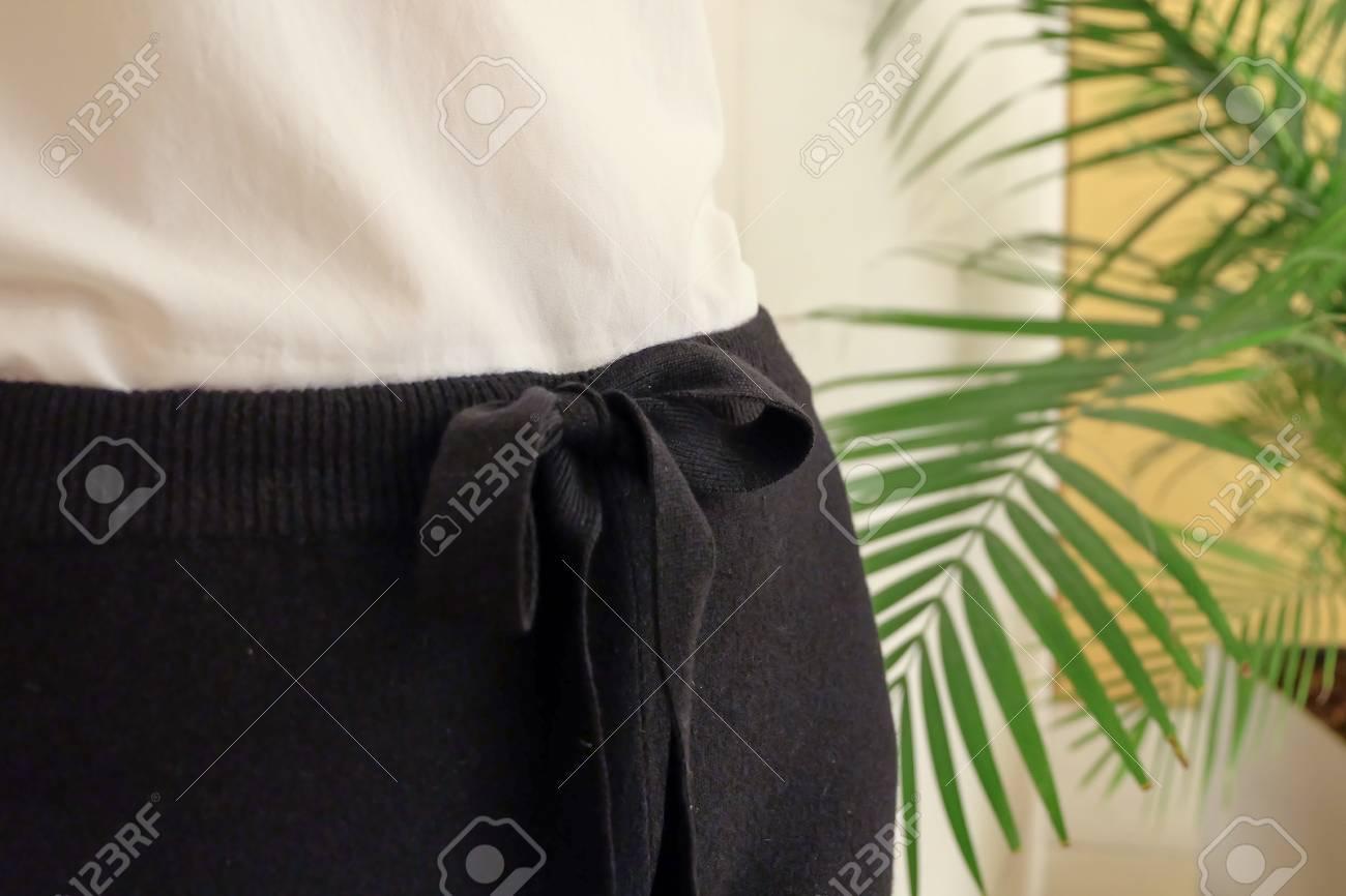 Negro Empate Cintura Cadena De Mujer Casual Pantalones De Estilo De Cerca Los Detalles Moda De La Manera Minima Fotos Retratos Imagenes Y Fotografia De Archivo Libres De Derecho Image 65554955