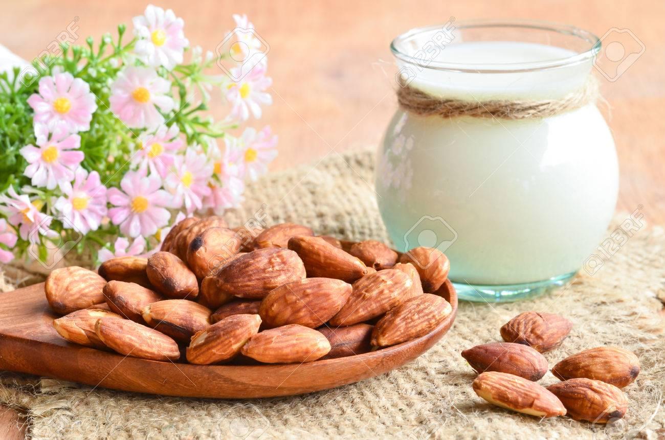 Almond milk - 40634875