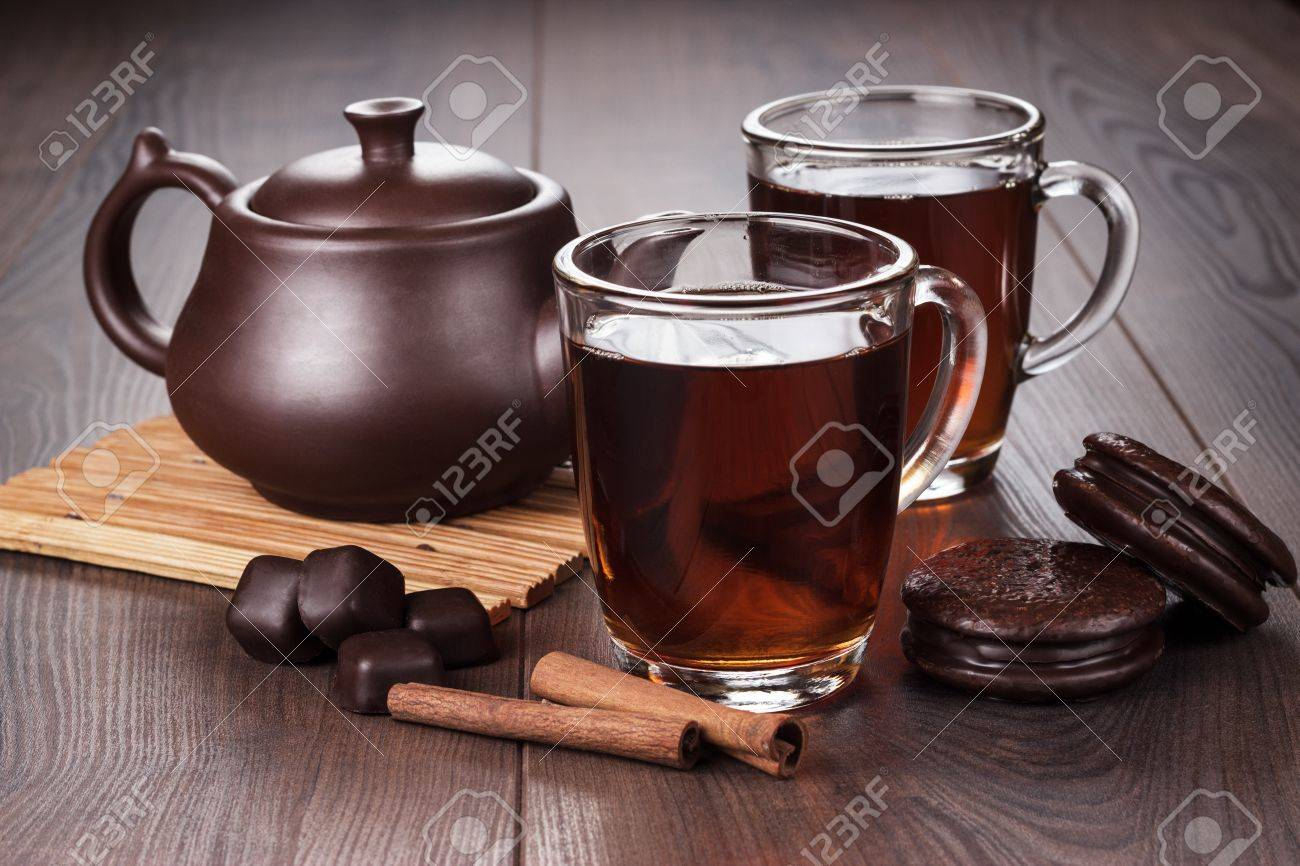 cup of tea with cinnamon sticks and teapot on the table Stock Photo - 20323317