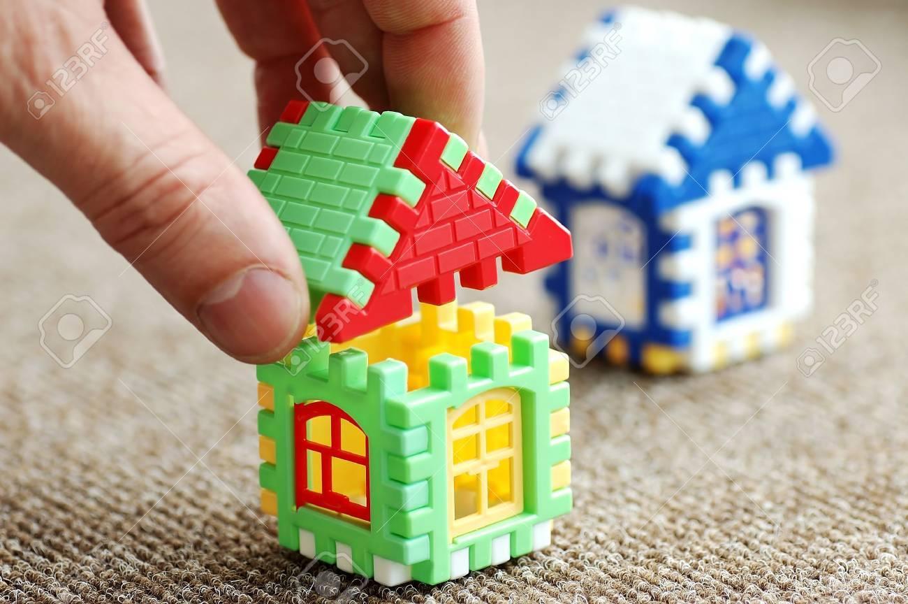 Aufbau Und Gestaltung Des Hauses Von Windows Der Türen Und Ein Dach ...