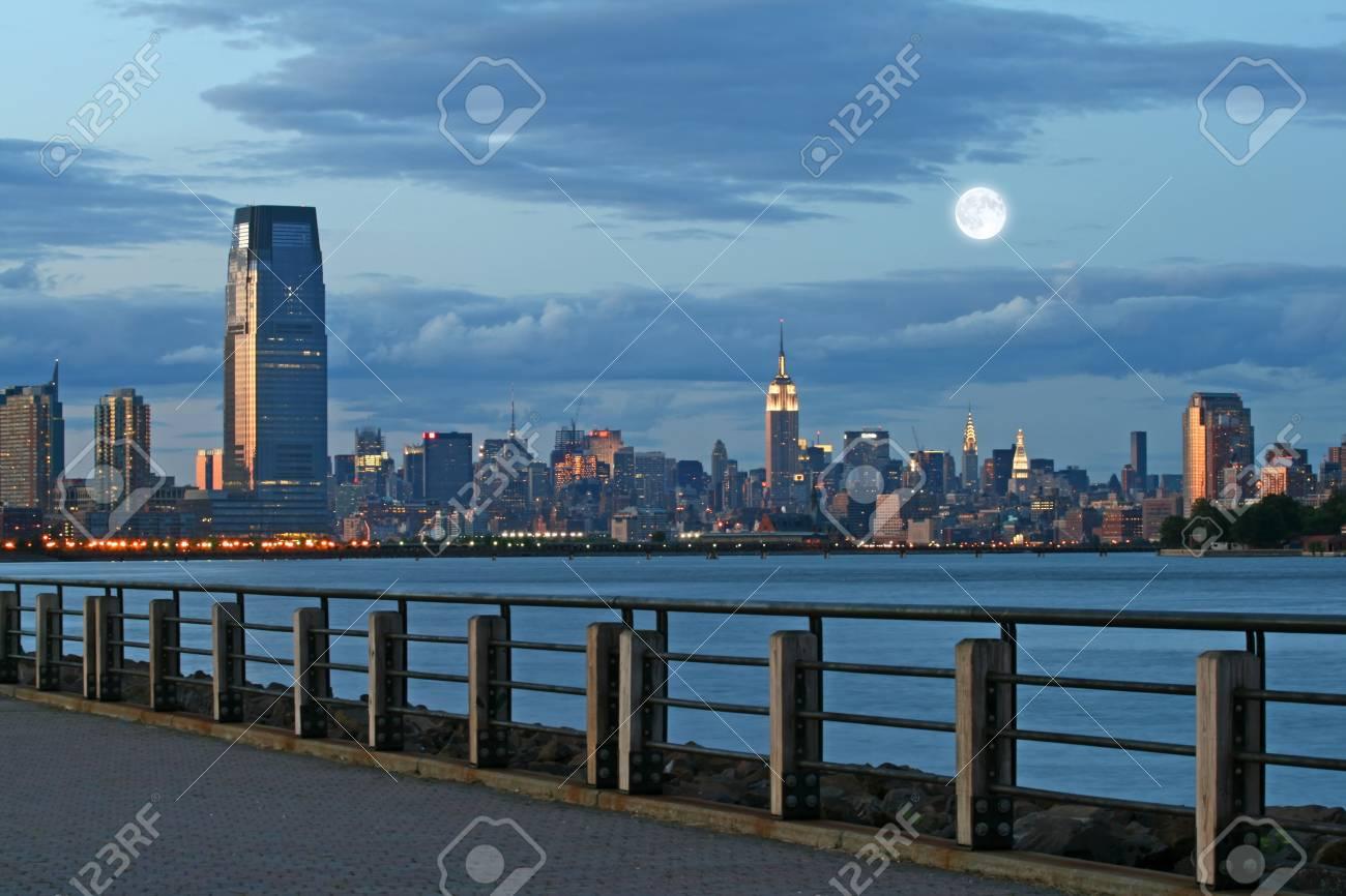 The Mid-town Manhattan Skyline in New York City Stock Photo - 7443914