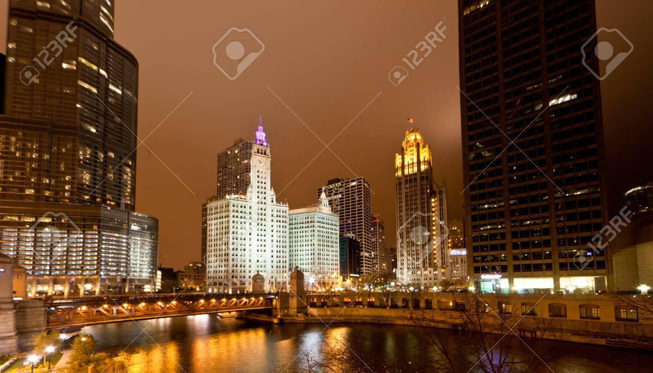 The high-rise buildings along Chicago River at Night Stock Photo - 9258248