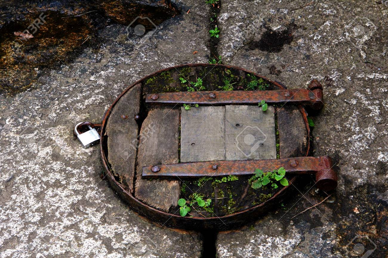 Old Rustic Wooden Trap Door With Padlock Stock Photo, Picture And ...