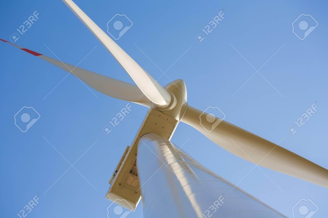 Windkraftanlage Aus Der Nähe Fotografiert, Propeller Windkraftanlage ...