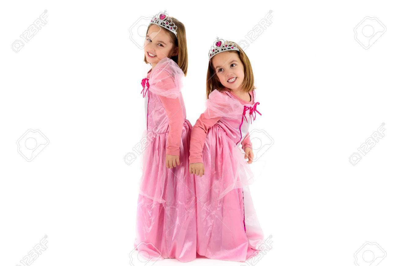 Portrait Von Little Twin Mädchen Verkleidet Als Prinzessin In Pink ...