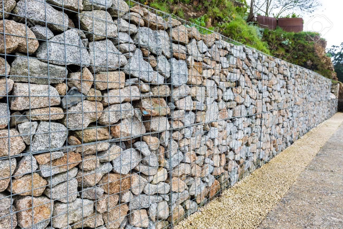 Draht Gabione Felsen Zaun Metallkafig Mit Steinen Gefullt Textur