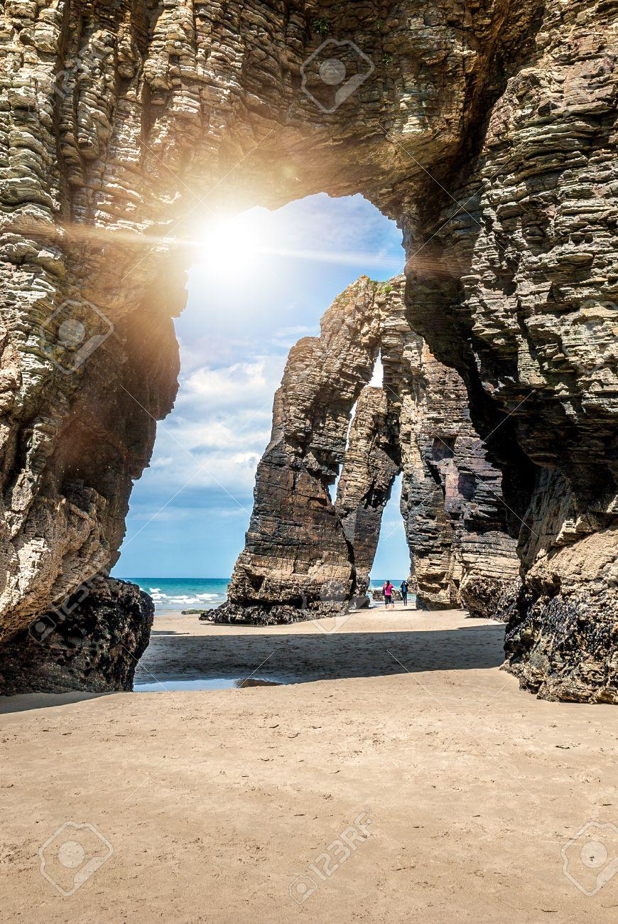 playa de las catedrales tipo de roca