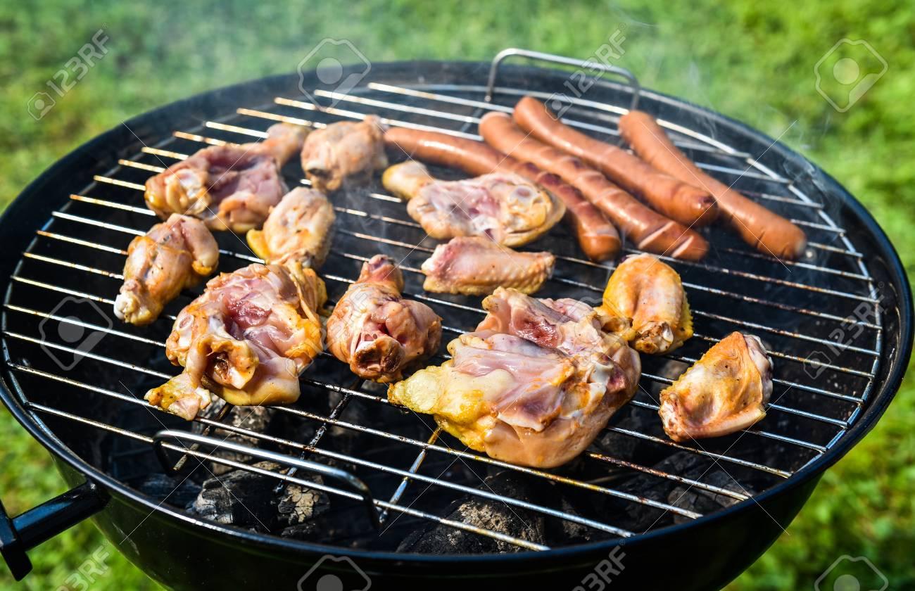 Weber Elektrogrill Fleisch Grillen : Köstliche sorte fleisch auf grill mit kohle grillen essen auf
