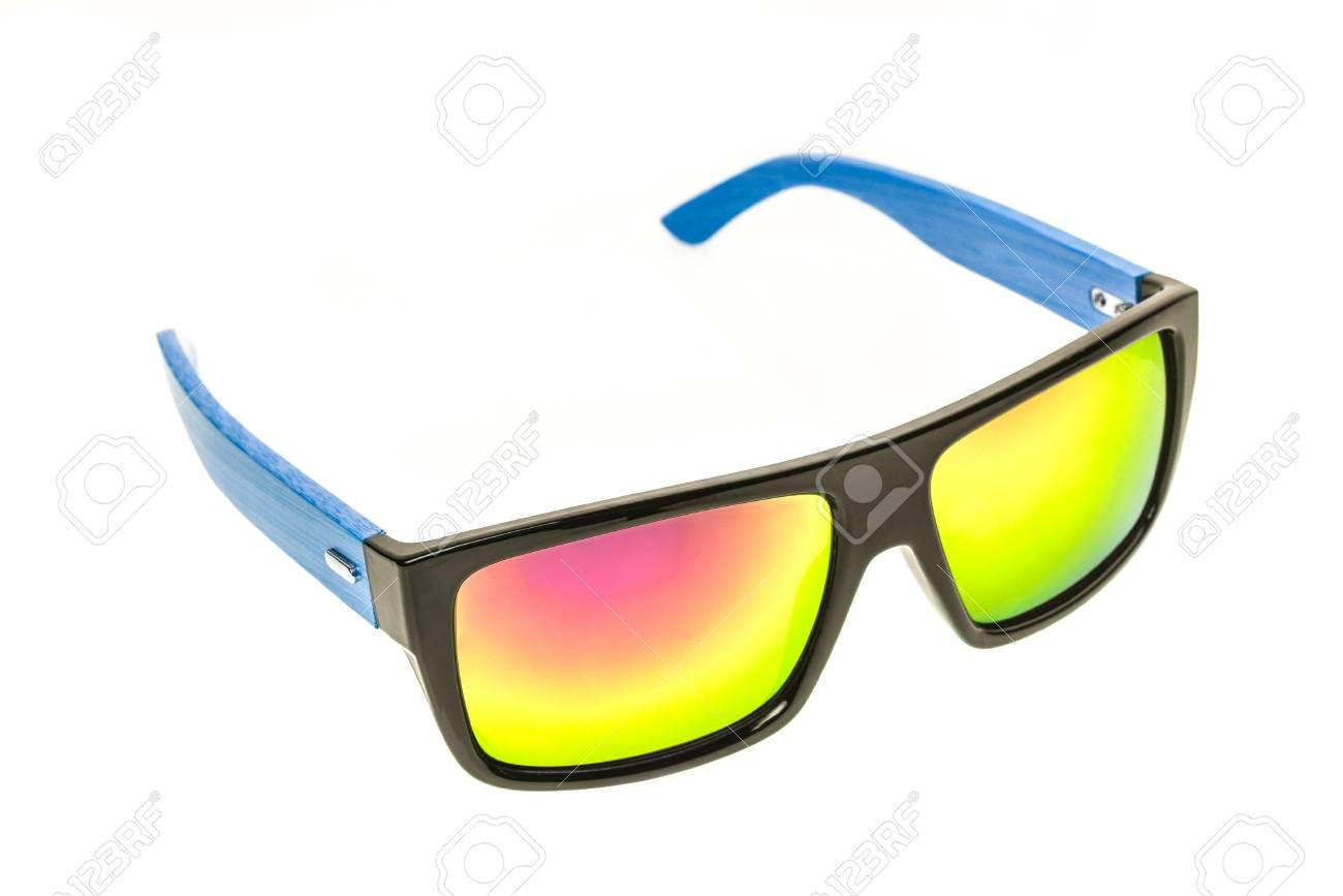 attrayant et durable grande remise pour gamme complète d'articles Lunettes de soleil couleur, lunettes de soleil ou lunettes isolées sur fond  blanc. Colorer les lunettes homme ou femme contre les rayons solaires et ...