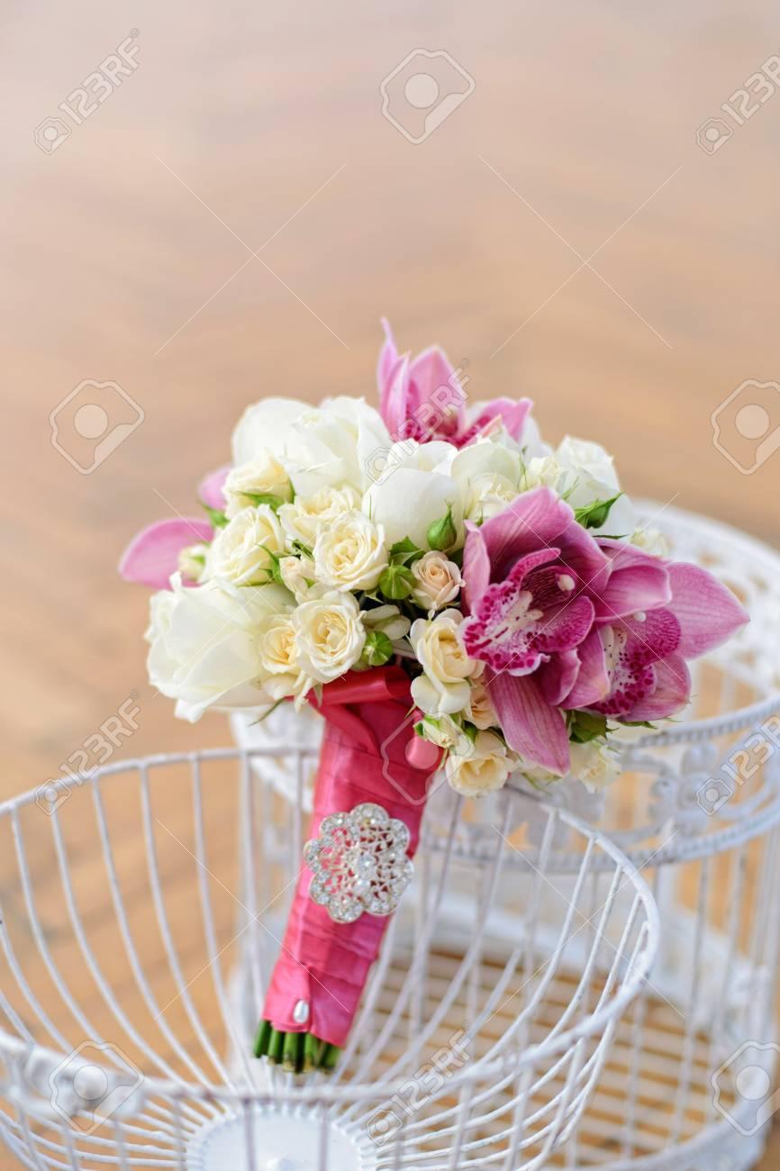 Schone Hochzeitsstrauss Mit Rosa Orchideen Und Weissen Rosen