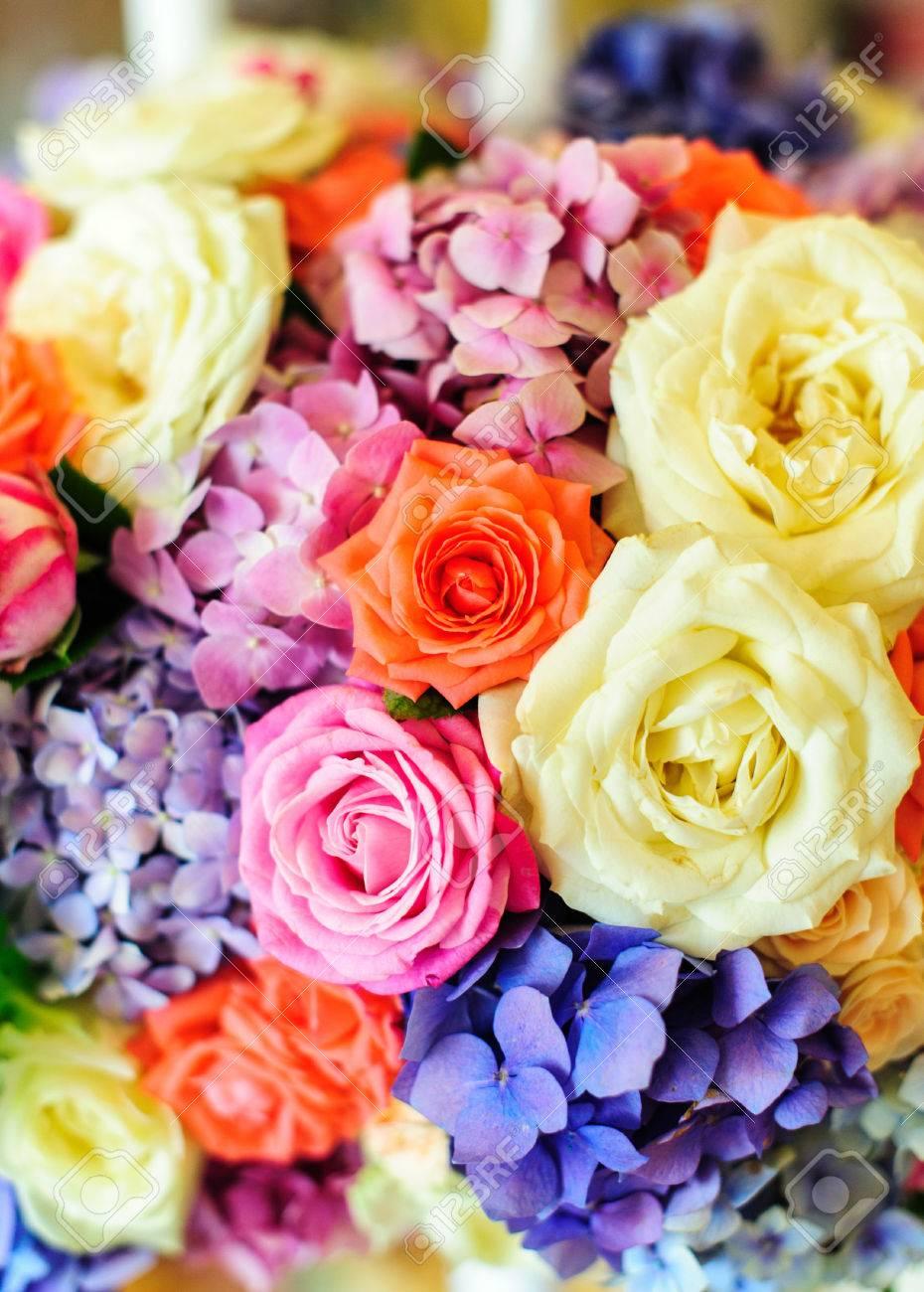 arreglo floral de hortensias de colores y las rosas evento o celebracin de la boda