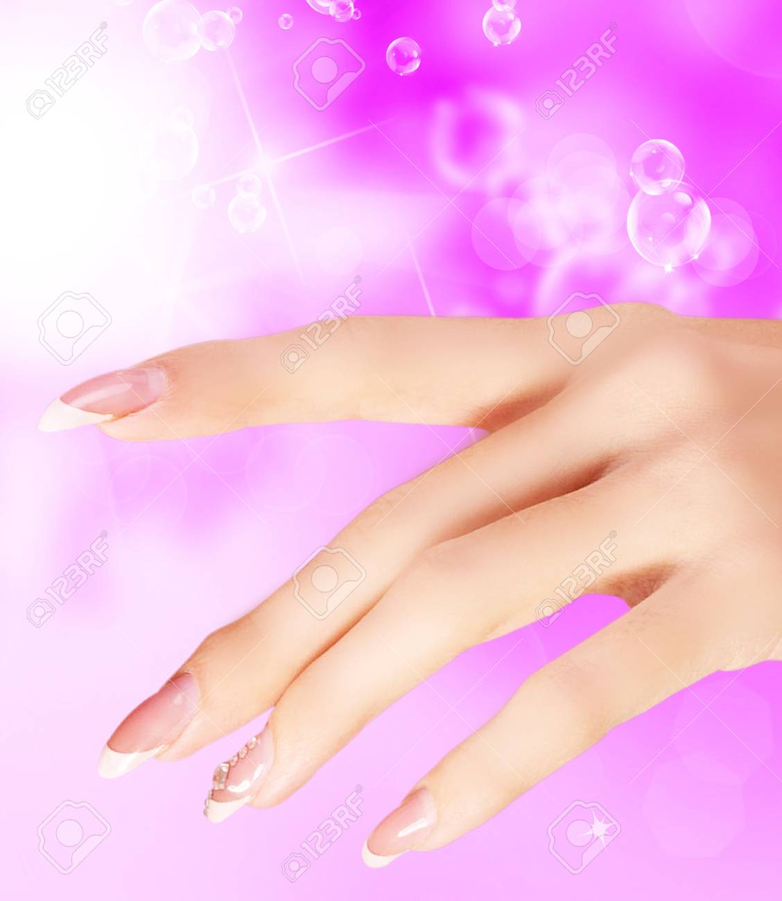 Hellrosa Kunst-Maniküre. Nail. Schönheit Händen. Fashion Stilvolle ...