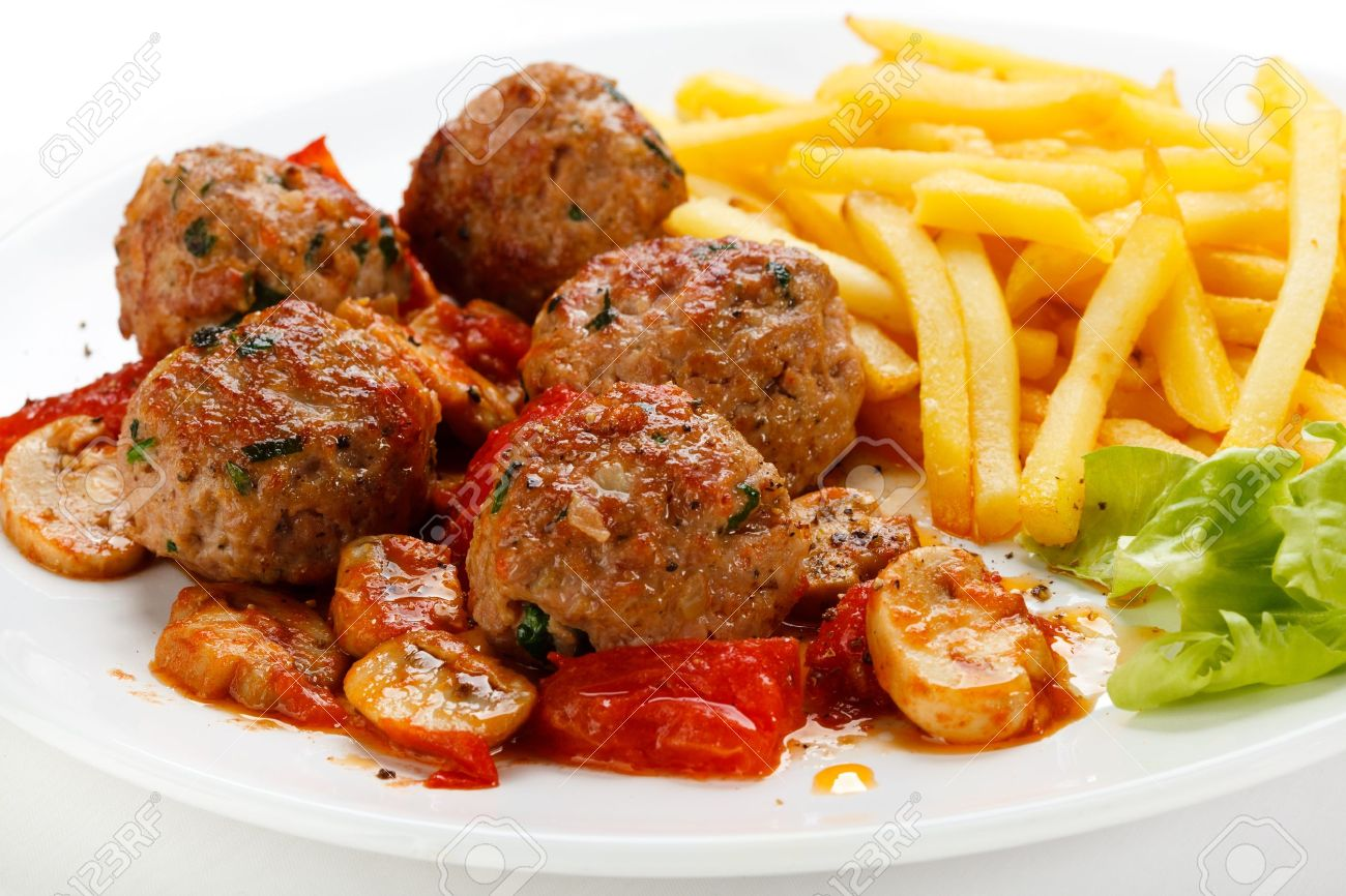 Roasted meatballs, French fries and vegetable salad - 13252216