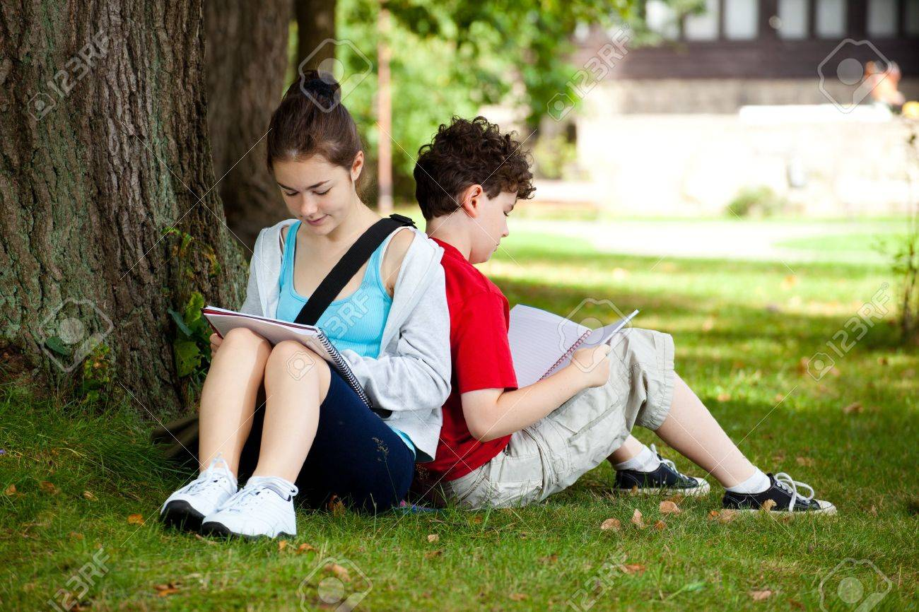 Students outdoor Stock Photo - 14605337