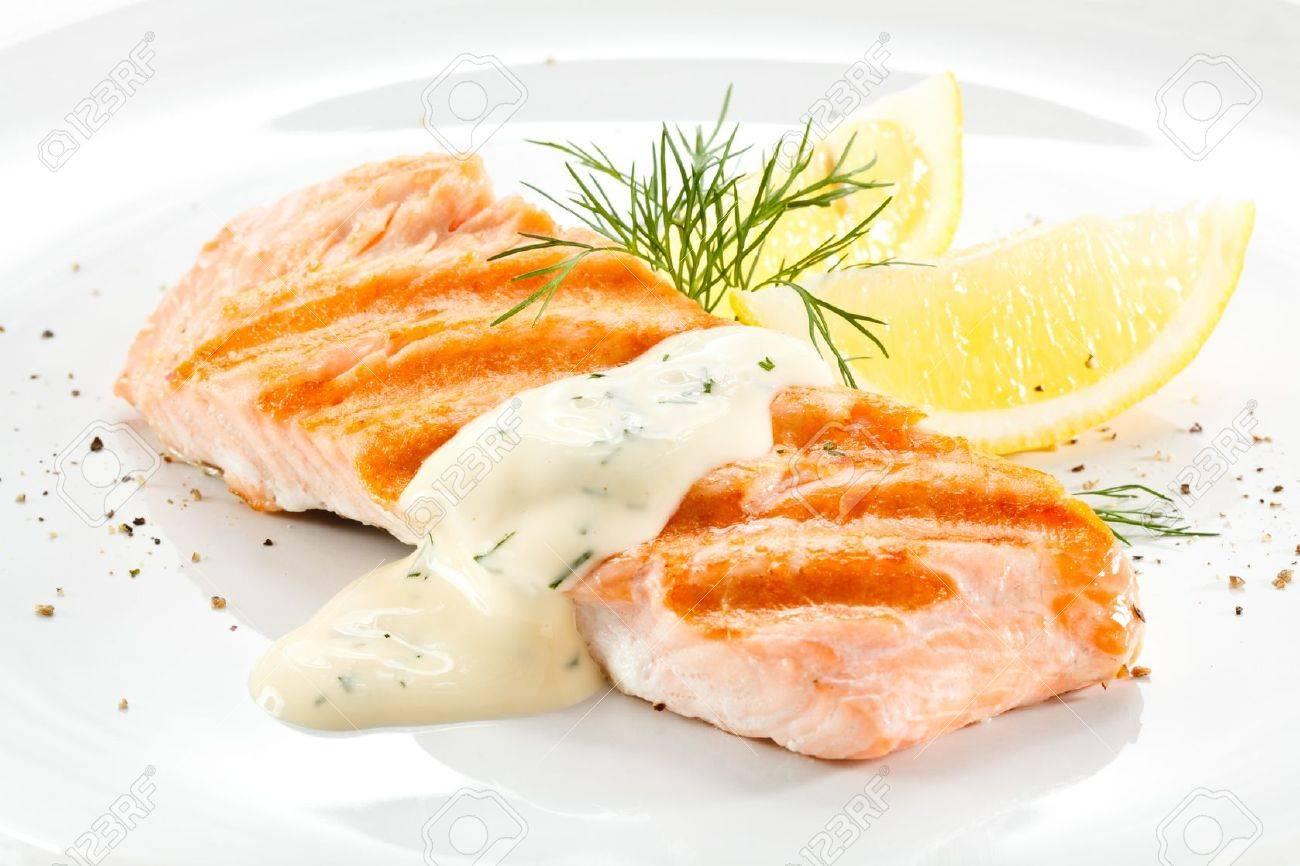 Grilled salmon Stock Photo - 18422359