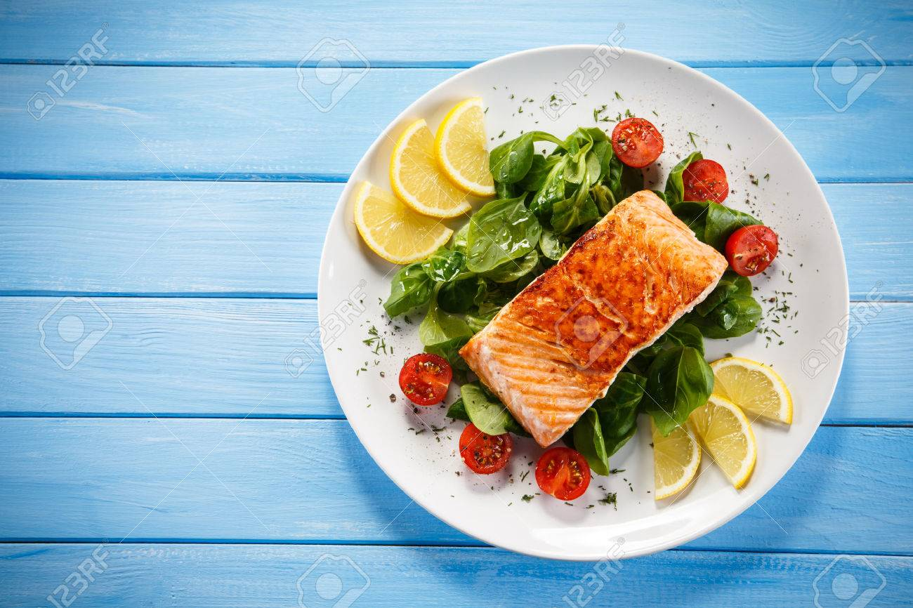 Grilled salmon and vegetables - 52493869
