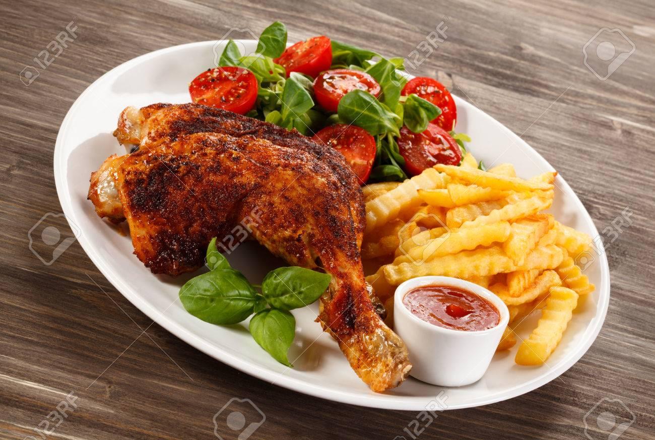 Roasted chicken leg - 61874238