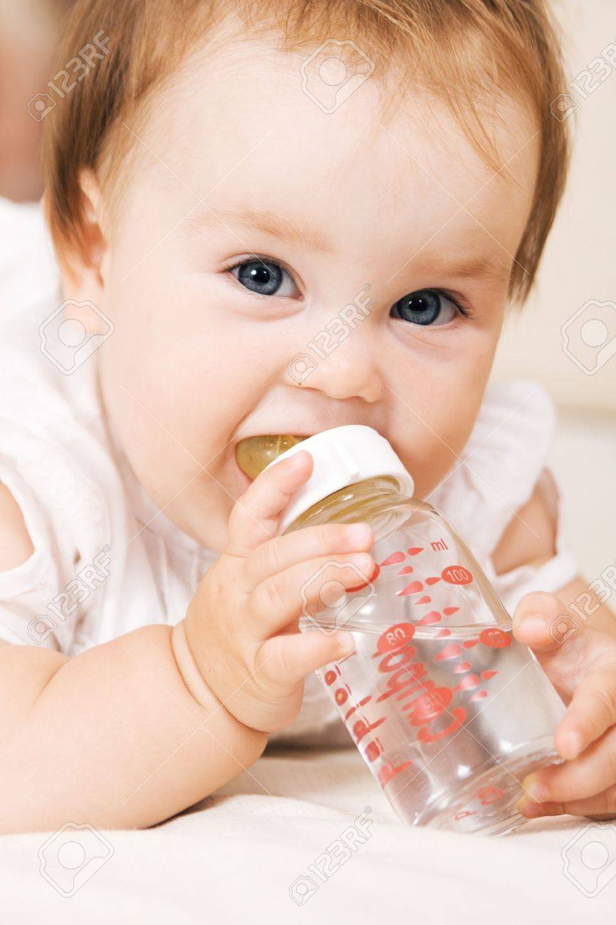 http://previews.123rf.com/images/gdolgikh/gdolgikh1011/gdolgikh101100011/8146972-Cute-baby-drinking-water-and-looking-at-the-camera-Stock-Photo.jpg