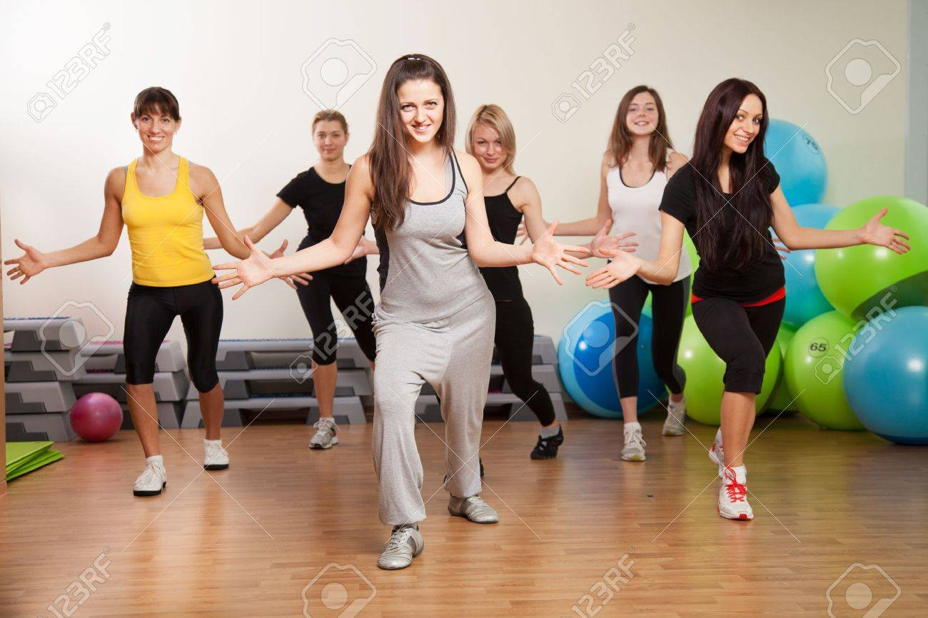 Group training in a gym of a fitness center Stock Photo - 18152668