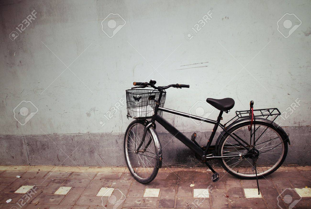 Old Bicycle against a Wall Stock Photo - 12674060