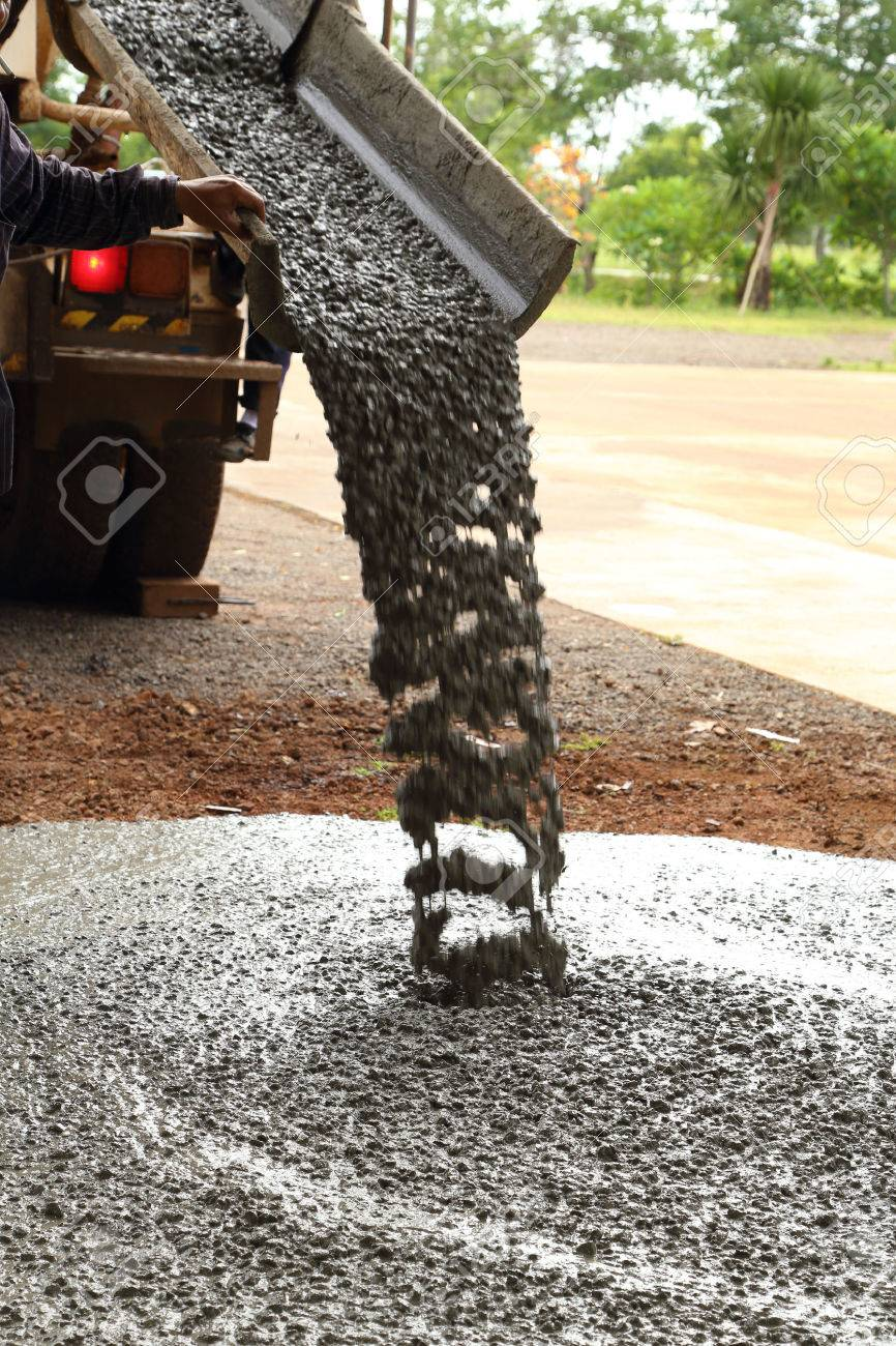 Pouring cement during sidewalk upgrade - 30139326