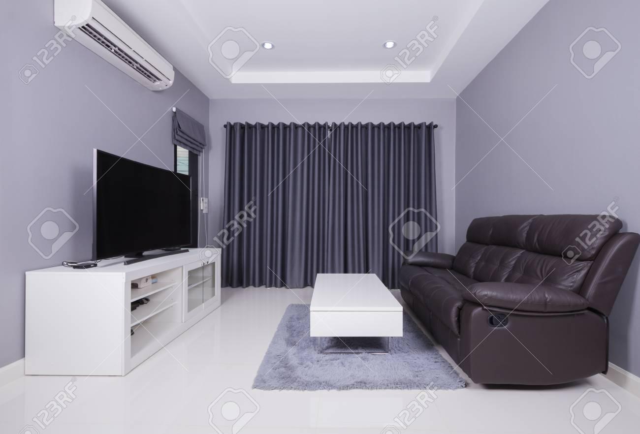Salotto Moderno Nero.Interno Residenziale Del Salotto Moderno Con Divano Nero E Tv