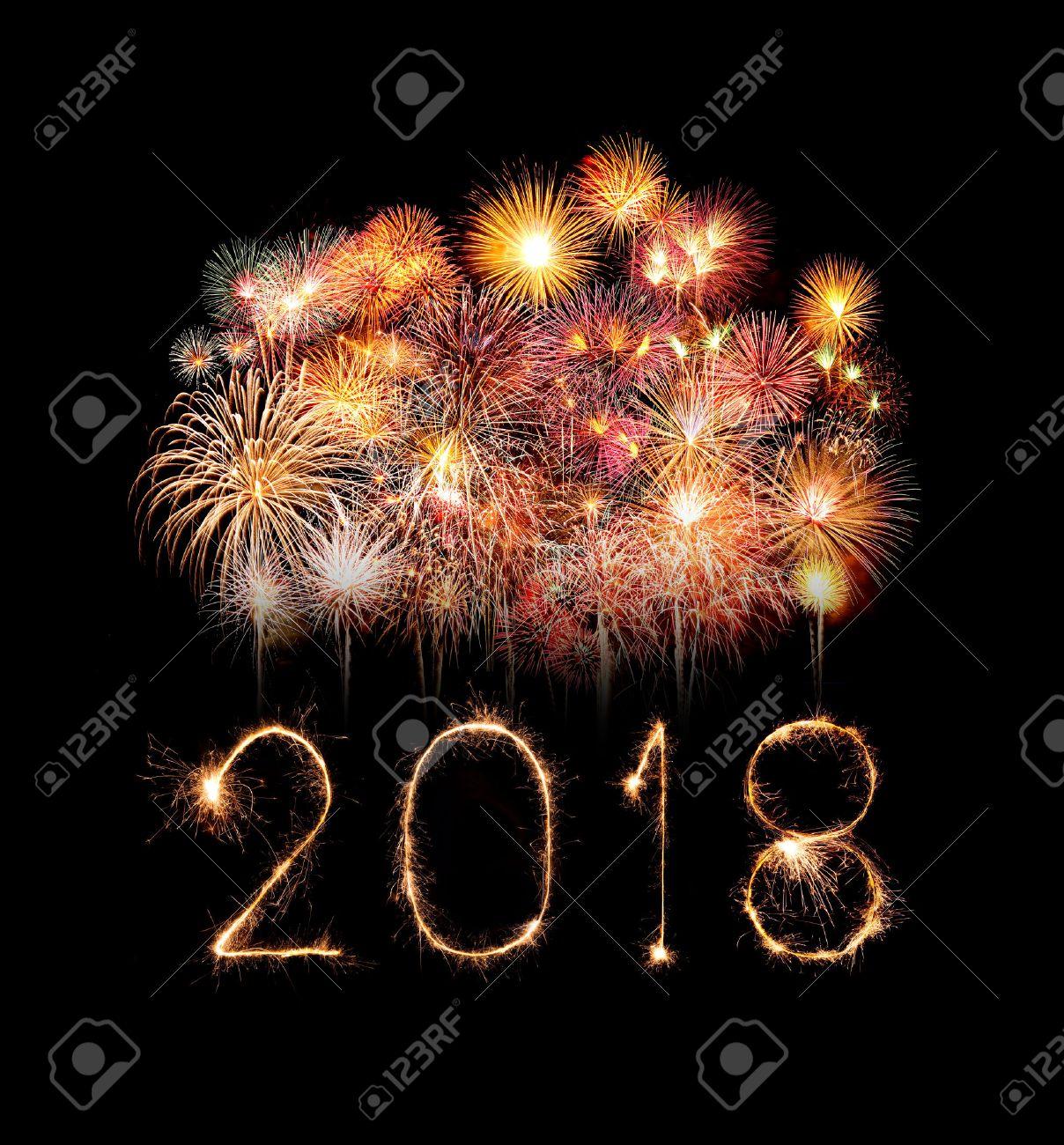 Bonne année 2018 écrite avec feu d'artifice Sparkle la nuit Banque d'images - 87099027