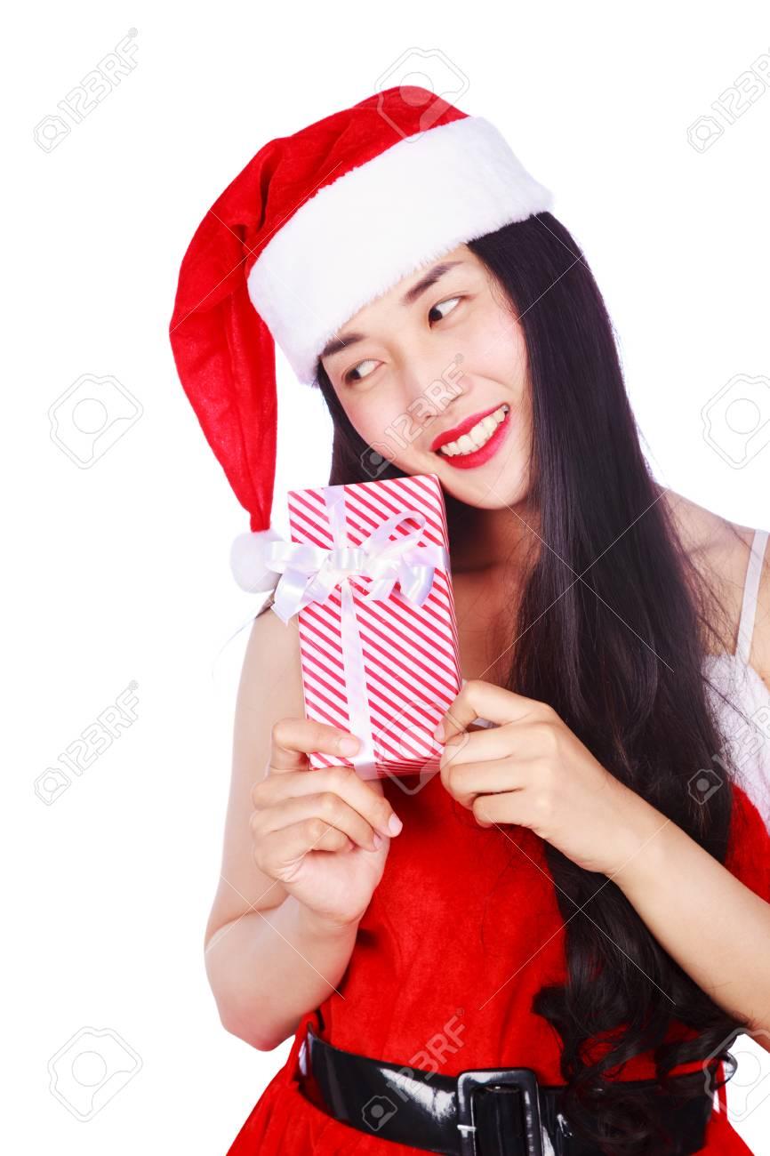 62baac59493a Archivio Fotografico - Donna felice in vestiti del Babbo Natale con il contenitore  di regalo isolato su una priorità bassa bianca