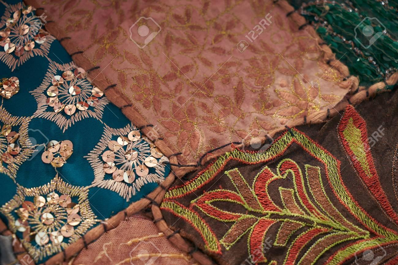 Ensemble de tapis orientaux différents. Variations multicolores - vert,  bleu, rouge, rose, marron