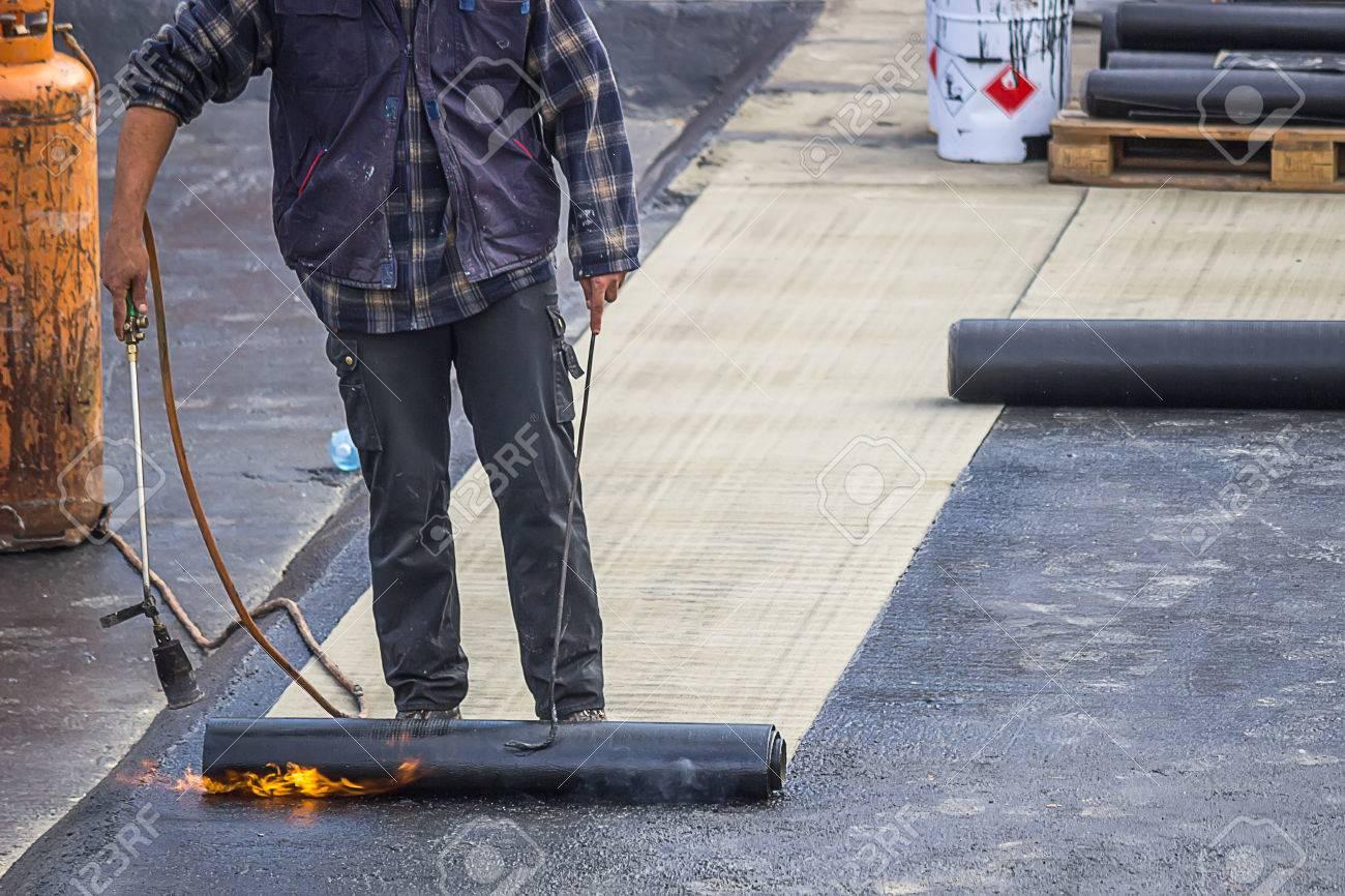 erbauerarbeitskraft an bodenplatte isolierarbeiten