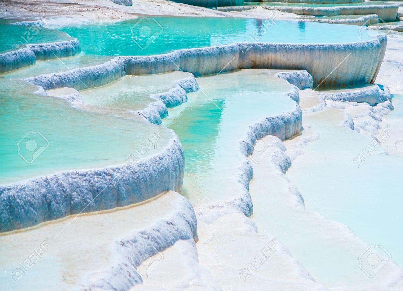 Piscines De Travertin Bleu Célèbres Et Terrasses à Pamukkale Turquie