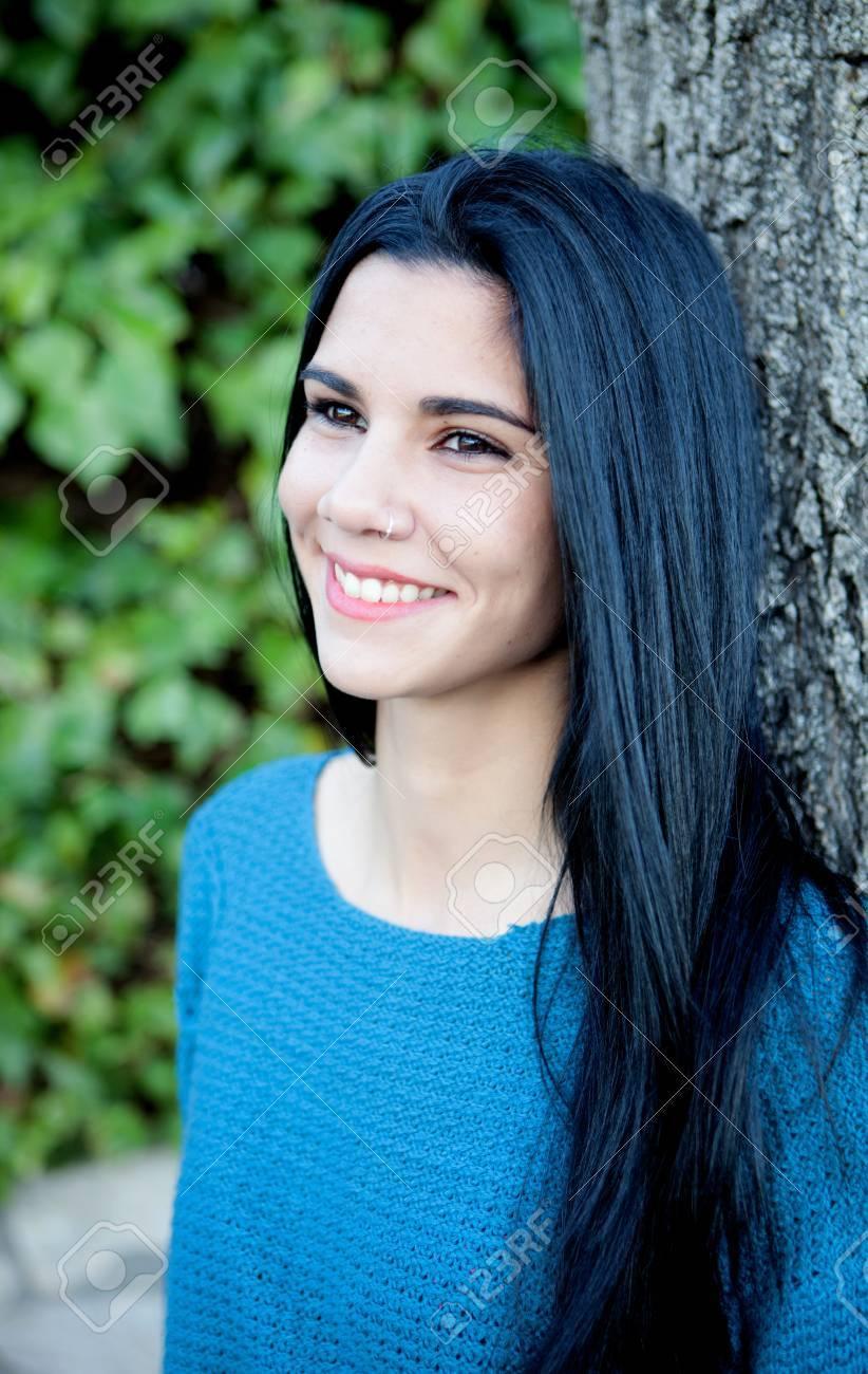 Foto ragazza capelli neri